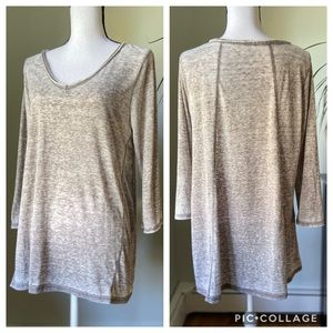 Cyrus v-neck faded gray top